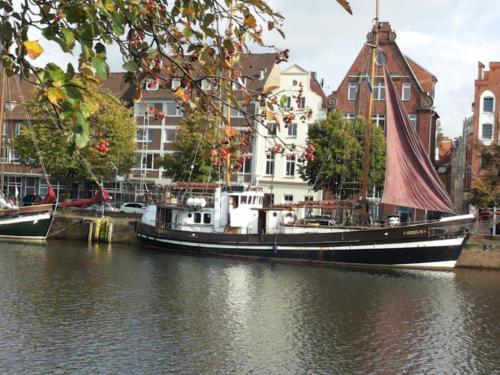 Historischer Hafen - Lübeck - Fluss Trave