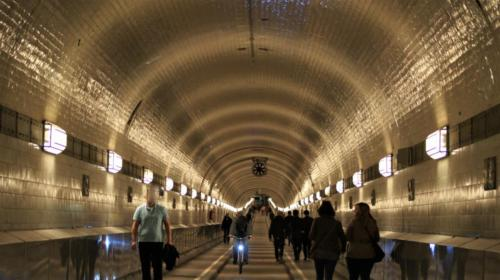 Antigo Tunel St. Pauli sob Rio Elba